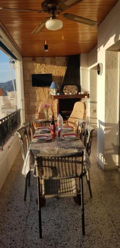 Terrasse balcon avec barbecue